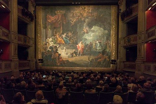Diaporama-photo-restauration-rideau-theatre-crCdit-Didier-Gourbin.jpg